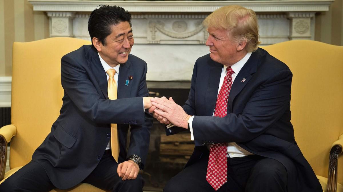 Trunp shake hands
