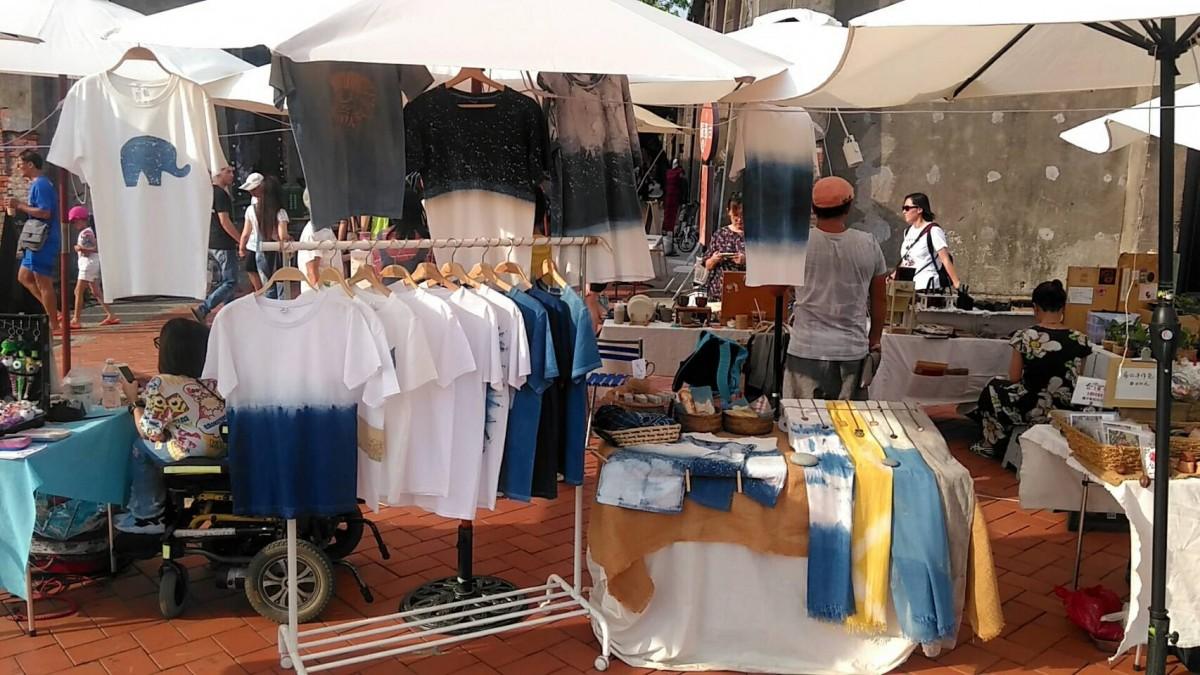 在市集擺攤中,能發現台灣人的善心與熱心。