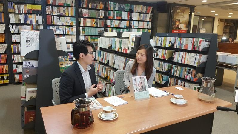 每一場新書分享會中,林沂萱必回答每一位參加者的發問