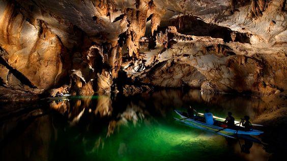鄰近的首府公主港有著世界七大自然奇景之一的地下河公園,被稱為「海邊烏托邦」。
