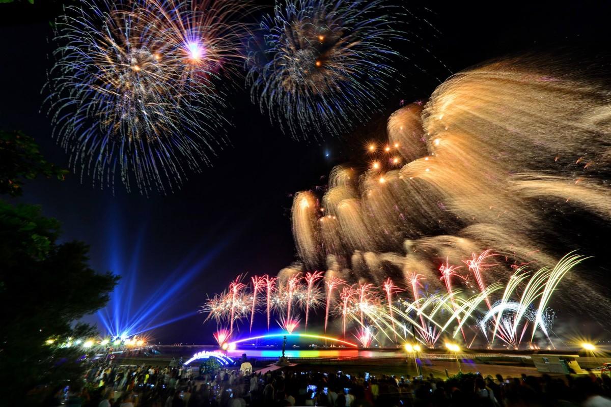 澎湖海上花火節是夏季菊島夜空裡,最令人引頸期盼的璀璨盛宴。