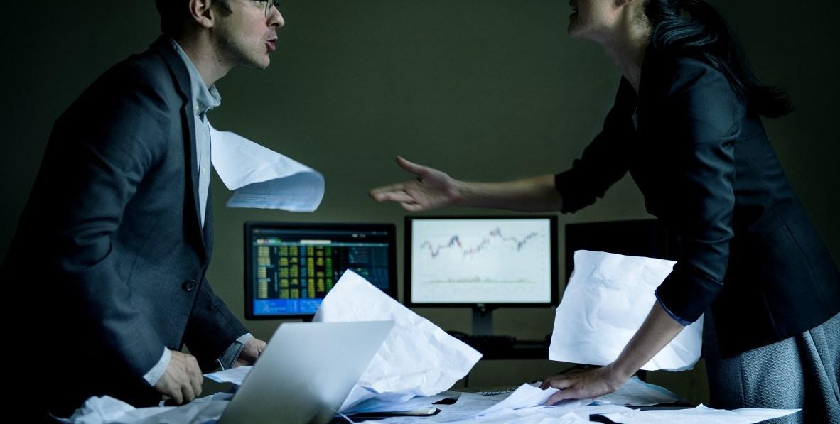 職場上的緊繃關係,只能不斷的自我壓抑負面情緒爆發(圖片來源:rawpixel)