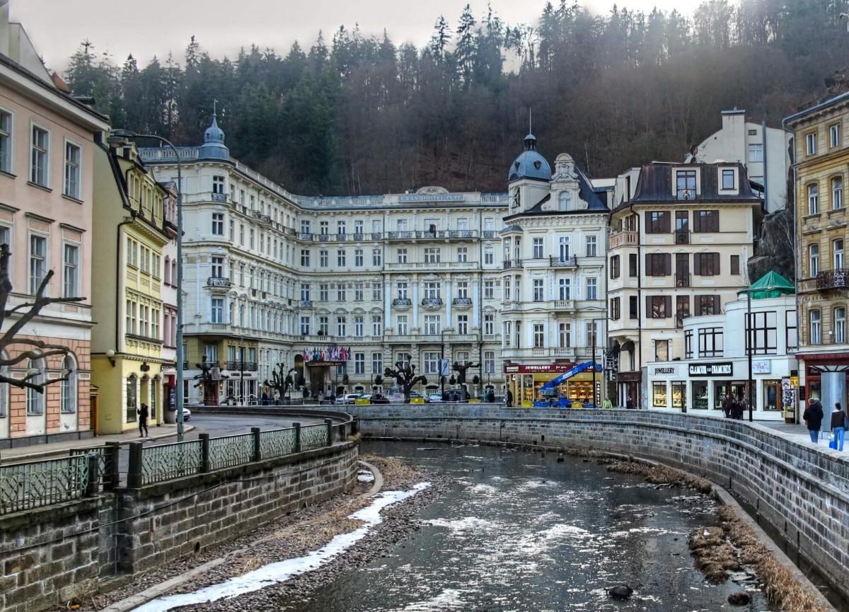 電影中的飯店並非在匈牙利,而是參照捷克的普普大飯店所建造出的(圖片來源:Wikimedia Commons)