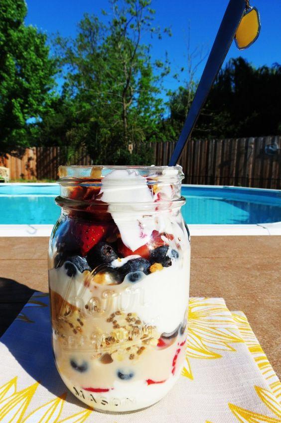 梅森罐除了可以做隔夜燕麥罐,也很適合拿來做沙拉(圖片來源:Pinterest)