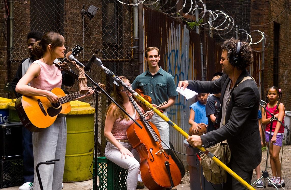《曼哈頓戀習曲》中呈現了紐約街頭繽紛多元的風貌(圖片來源:Begin Again電影官網)