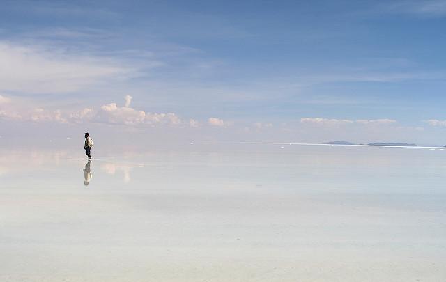 純白無瑕的「天空之鏡」烏尤尼鹽湖是旅客們的最愛,被稱為世界上最像天堂的地方。(圖片來源:flickr)