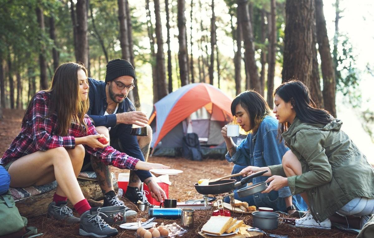 開著一台露營車到處趴趴走,是許多歐美家庭出遊的方式(圖片來源:rawpixel)