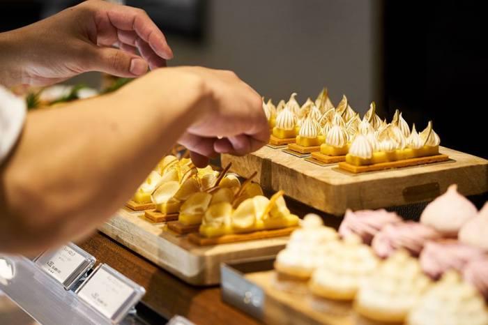 Mont St. Clair走的是精緻甜點路線,店內不僅販售蒙布朗、馬卡龍、水果塔等法式甜點,也有小巧的長溫餅乾能夠外帶