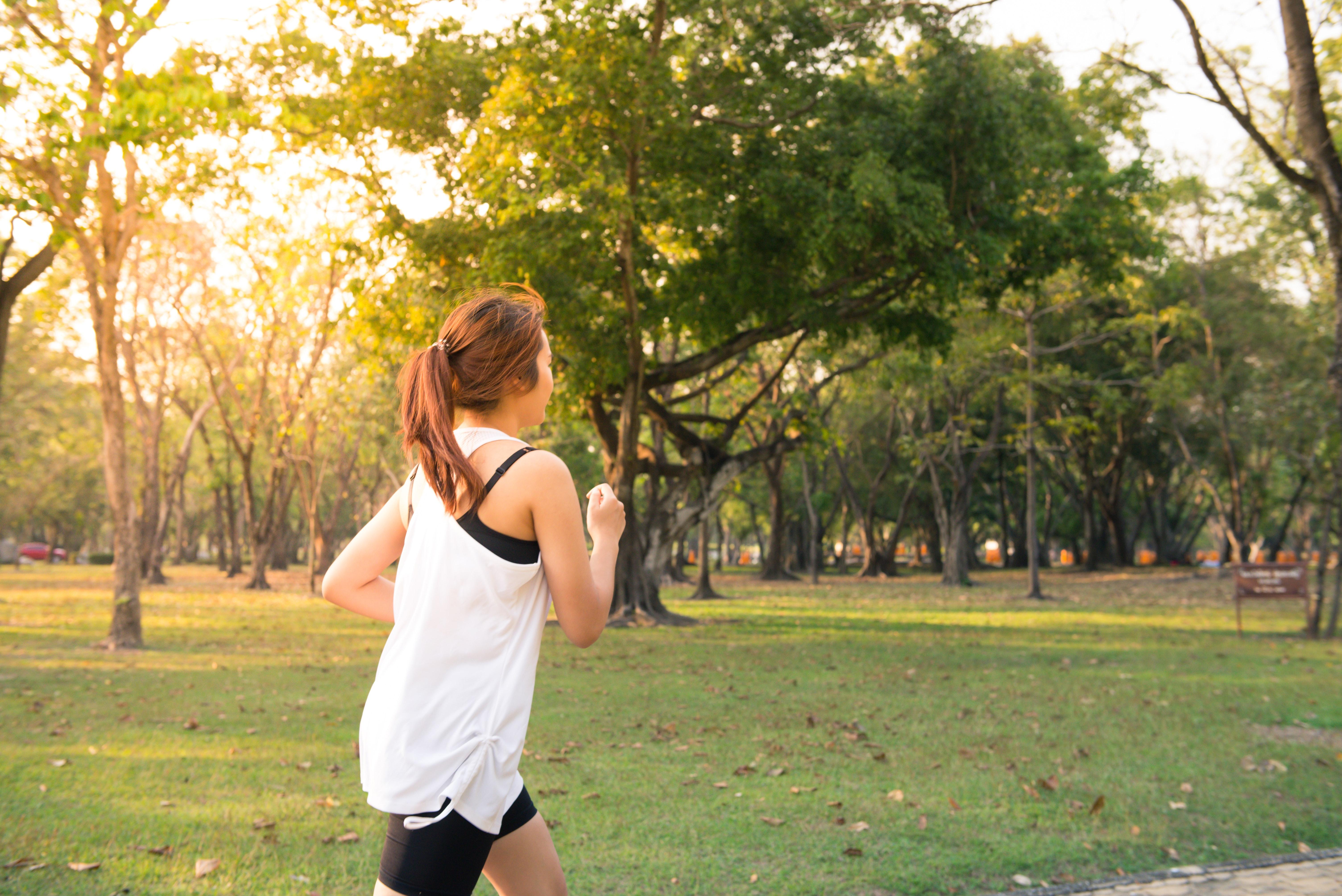 長時間的跑步對身體其實也算不小的負擔,加上有些人平常沒有運動習慣,有時心血來潮報名參加,沒有想到自己的體能是否能負荷造成運動傷害,根據資料顯示,每年有高達 75 % 的人因為跑步而受傷。