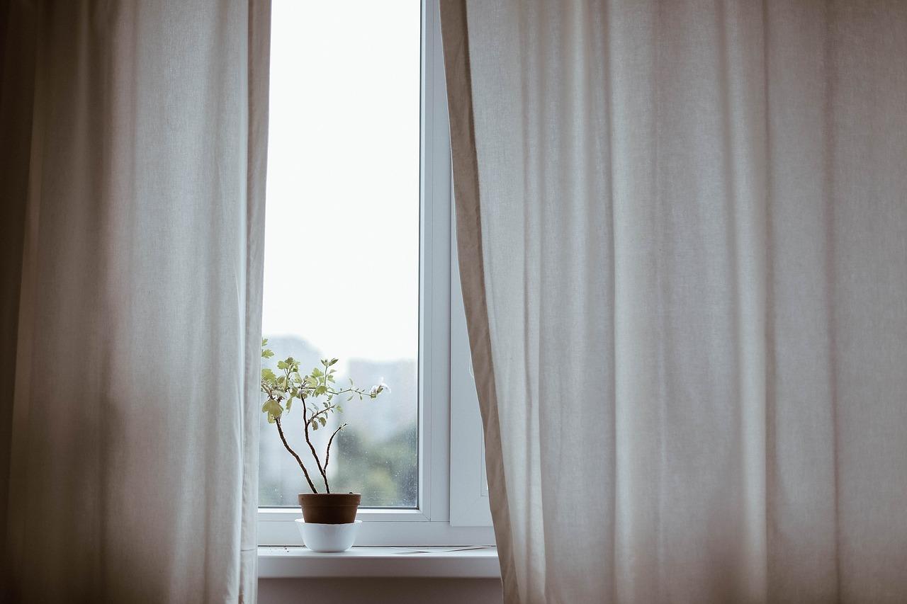 curtains-1854110_1280