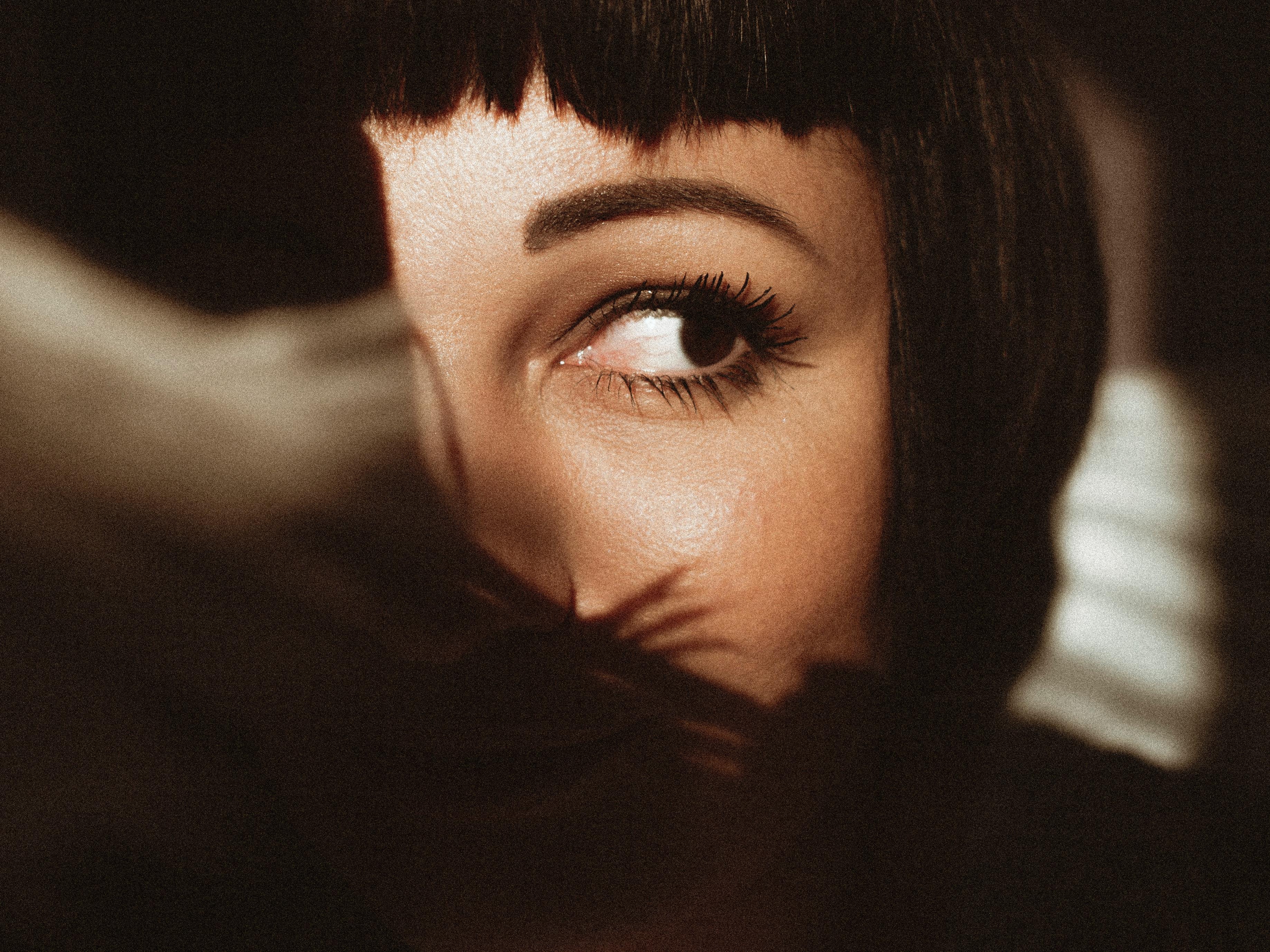 close-up-dark-hair-eye-2600349