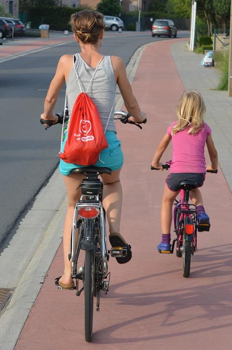 cyclists-885609_960_720