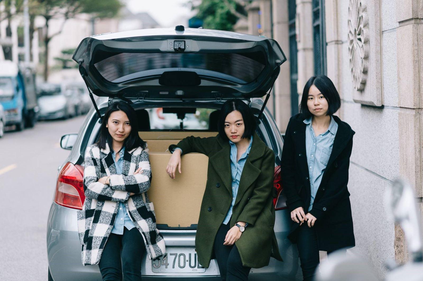 《走走家具》3 人各司其職,帶領品牌成長。由左至右分別為產品經理黃璟平 Vera、行銷企劃陳姿廷 Sandy、執行長宋倍儀 Bei。