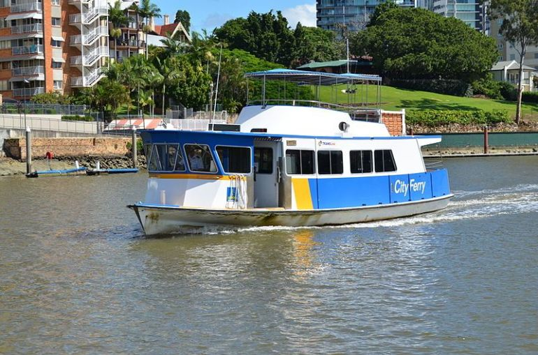 800px-Ferry_in_Brisbane
