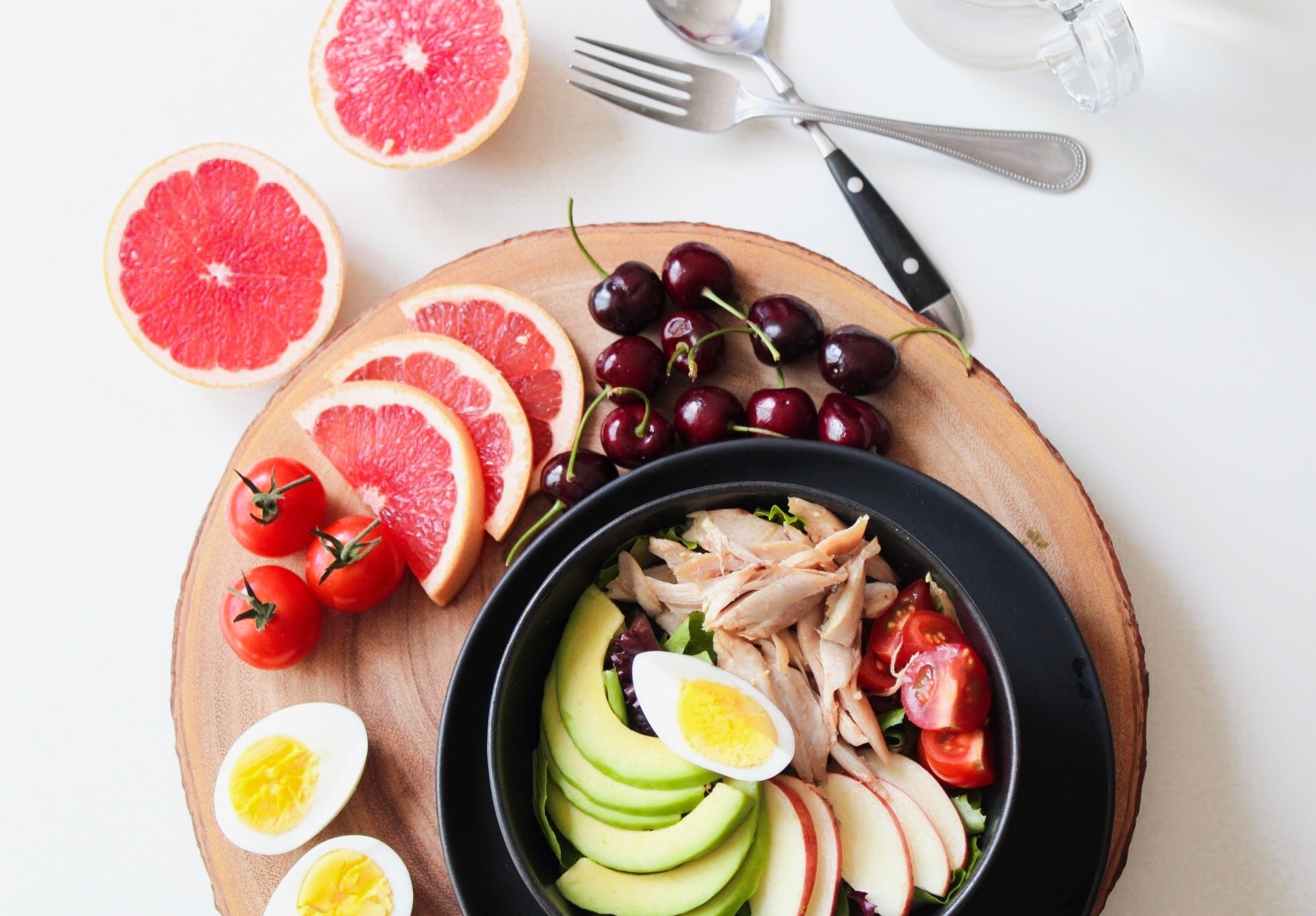 bowl-of-vegetable-salad-and-fruits-936611