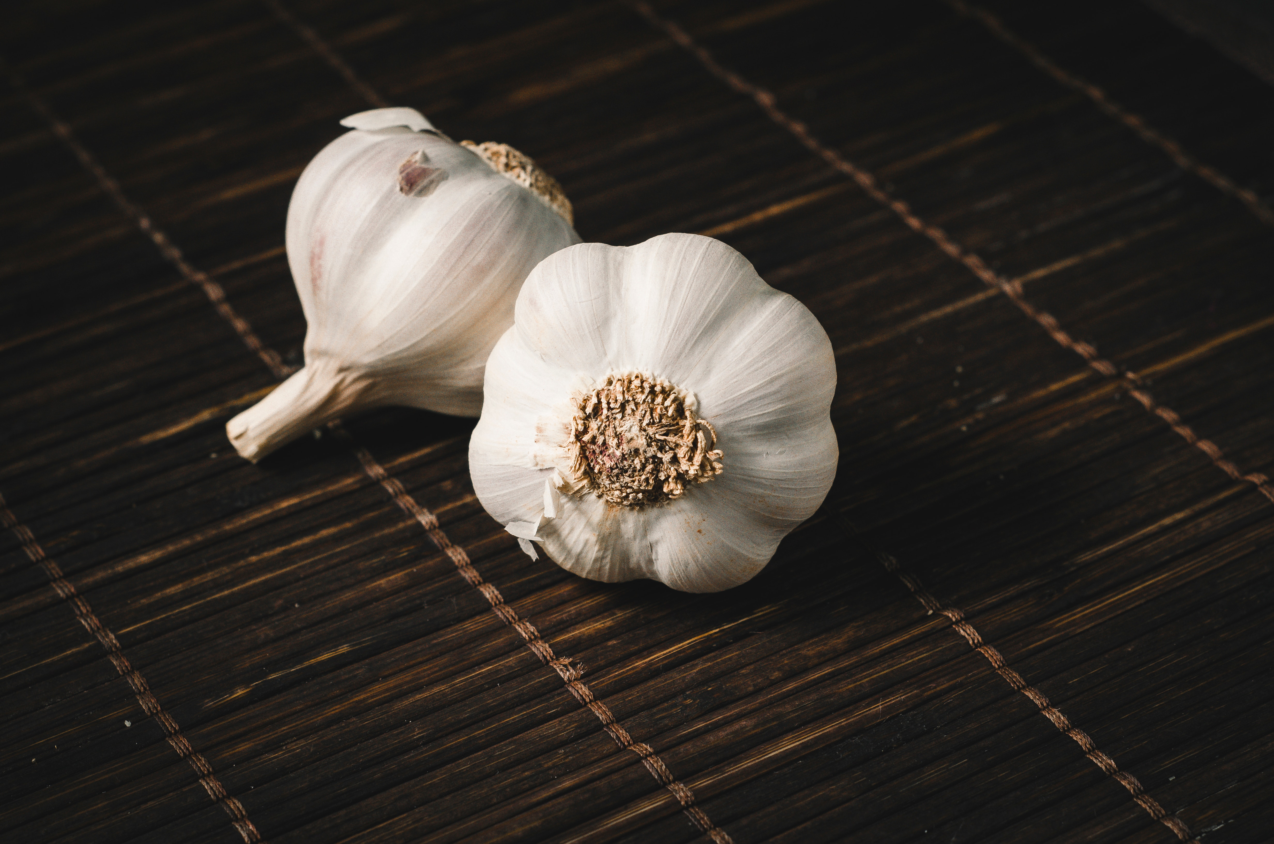two-white-garlics-928251