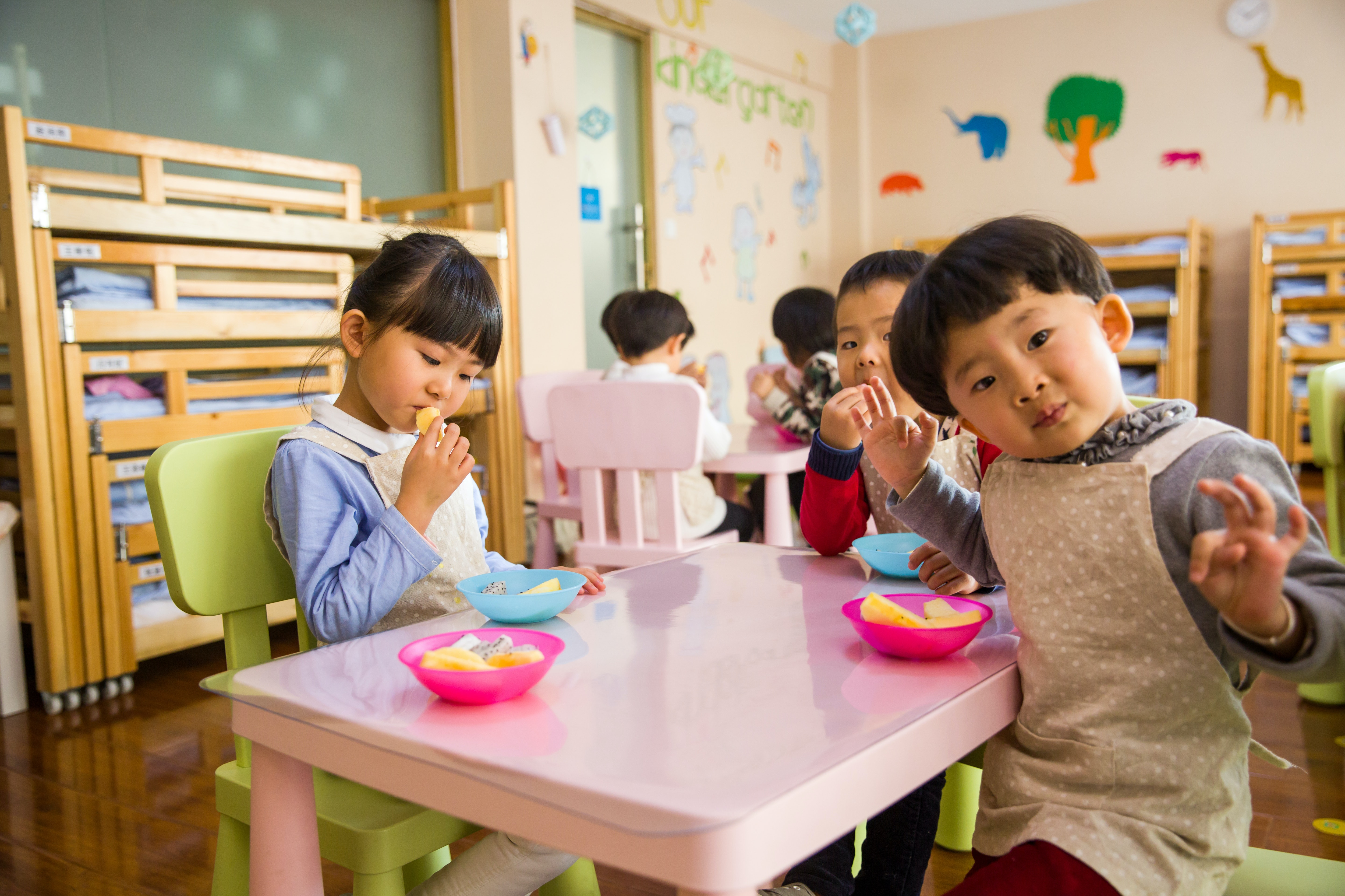 three-toddler-eating-on-white-table-1001914