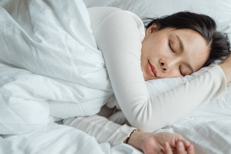 疫情期間壓力山大!夜晚淺眠不好睡:5 種助眠方法大公開,擺脫「片段式睡眠」,一覺到天亮!